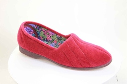 Red velour slipper with three lines of stiching in the cushioned top to make it slightly stretchy. Like the other Audrey slipper